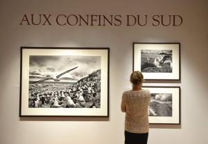 Une des premières visiteuses, aux Musée de l'Elysée.