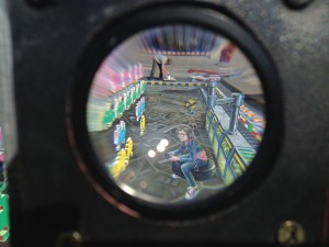 Vue de l'oeuvre par une lentille : perspective parfaite