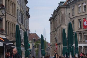 Le Jet d'eau depuis la Place du Bourg-de-Four