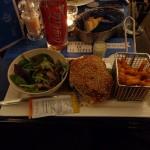 Avant le début de la soirée, j'ai avalé un bon gros burger...