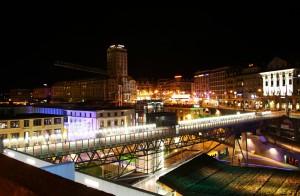 Lausanne by night. Beau, mais moins impressionnant que Tokyo (en une).