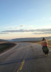En vélo lors de son voyage Suisse - Cap Nord