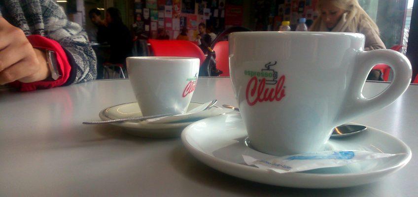 Deux cafés, l'addition : « Les gens sont un peu coincés. »