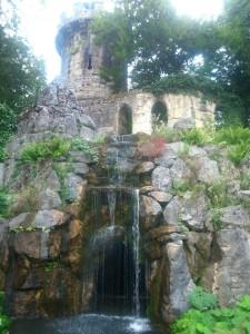 La romantique tour du parc Mon-Repos. –© Julie Collet