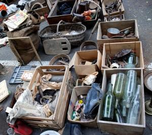 Trésors ou objets inutiles? C'est le débat qui anime toutes les brocantes. ©photos-chinon