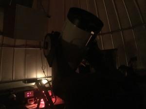 Le télescope, que j'ai photographié en vitesse juste avant de me faire réprimander par l'animateur : toute source de lumière comme les smartphones est à garder dans les poches !