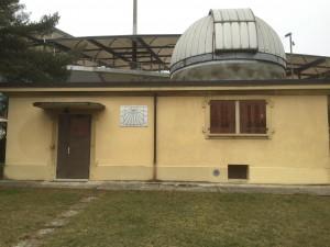L'observatoire de Lausanne... Pour l'observation du ciel, la coupole s'ouvre et peut tourner afin d'orienter l'ouverture et le télescope dans la bonne direction.