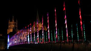 Les oriflammes du Pont Bessières, réalisés par Sébastien Lefèvre pour Lausanne Lumières 2015 (© Festival Lausanne Lumières)