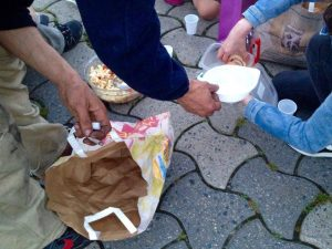 Distribution de nourriture à la Riponne