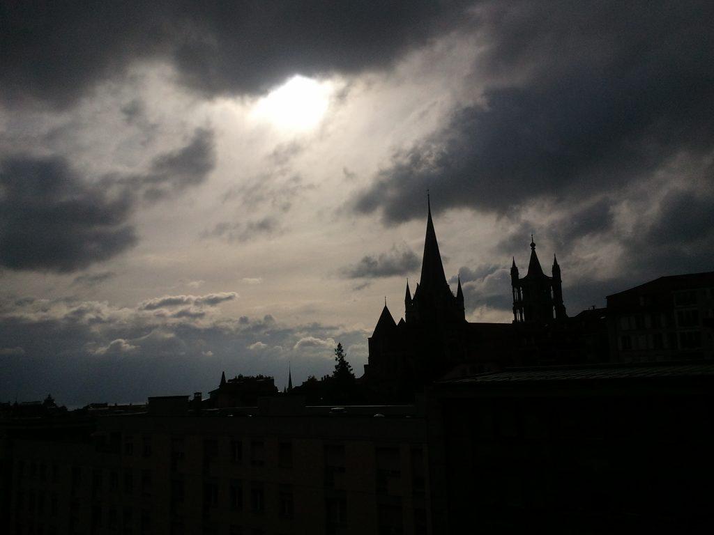 Lausanne au crépuscule, depuis la Promenade de l'Europe.