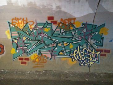 West, auteur inconnu, sans date. Ici, un exemple de graffiti recouvert, par défiance, peut-être?