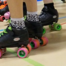 Sport de contact patins aux pieds : une soirée avec les Rolling Furies