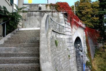 Pont donnant sur la rue Dr César-Roux