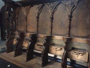 L'une des deux stalles disposée sous le Beffroi.