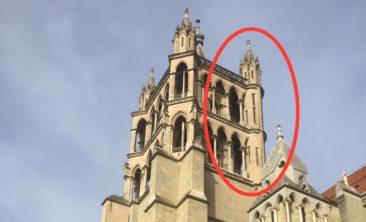 Dur à croire depuis en bas, mais un escalier en colimaçon se trouve à l'intérieur de cette tourelle, permettant l'accès aux étages supérieurs du Beffroi.