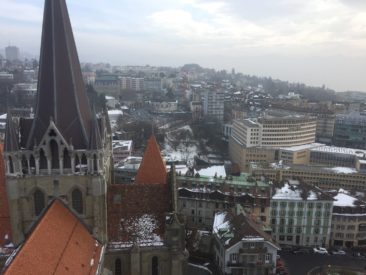 Vue plein Est, qui permet de voir la partie Est de la cathédrale sous un angle inédit.