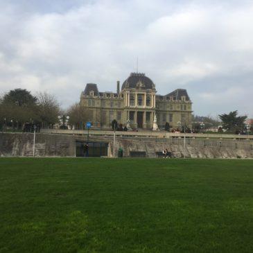 Le Palais de justice devant lequel se trouve l'esplanade.