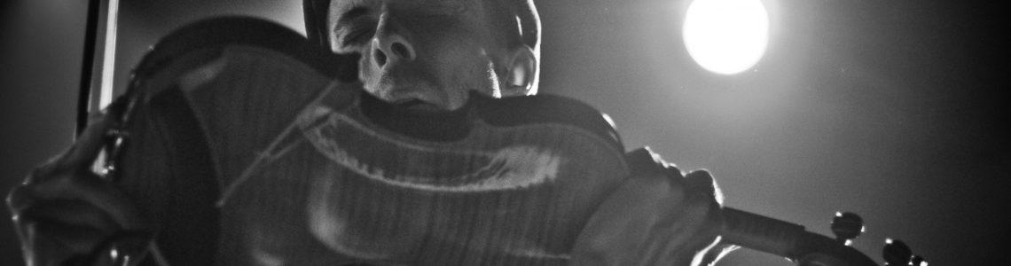 Chapelier Fou aux commandes de Satellite pour un concert insolite