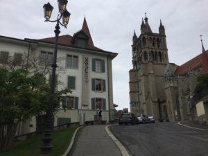 En route pour le mudac ! Juste à côté de la cathédrale.