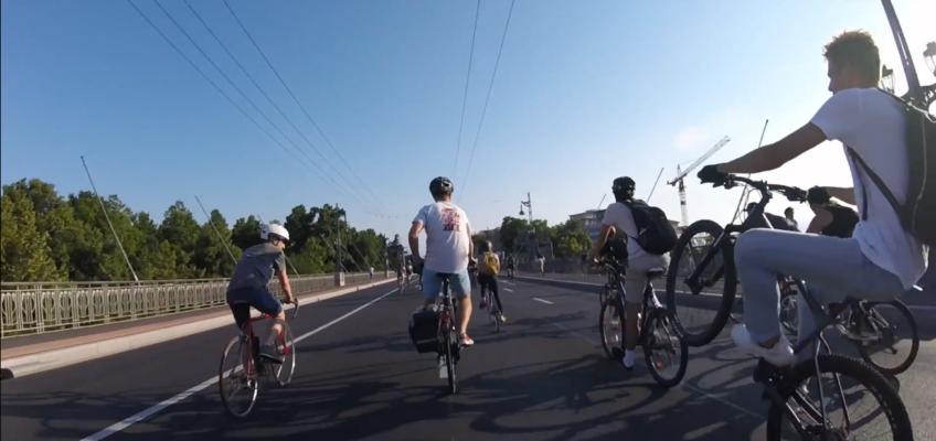 OCUB 125 : Du vélo, le Flon sous nos pieds et dans nos oreilles, une éclipse lunaire et un rétrobus