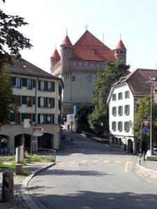 La Place du Château n'est plus très loin...