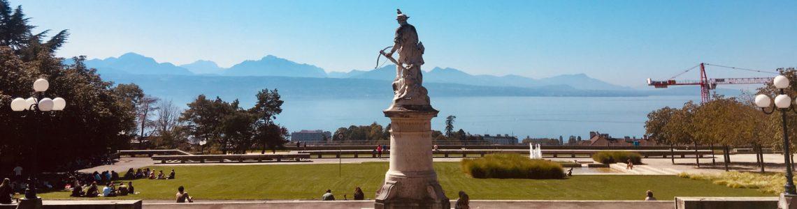 Un regard sur Lausanne: Sous le gazon, le béton