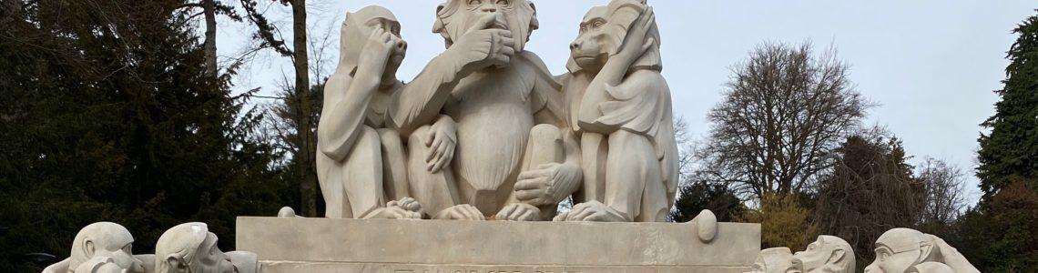 Les trois singes de la sagesse au parc du Denantou